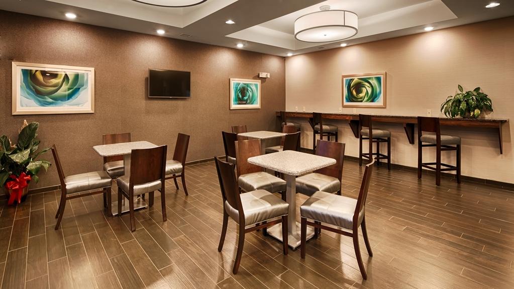 Best Western Plus Boardman Inn & Suites - Frühstücksbuffet
