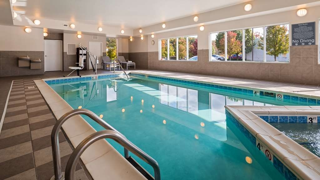 Best Western Plus Boardman Inn & Suites - Poolansicht