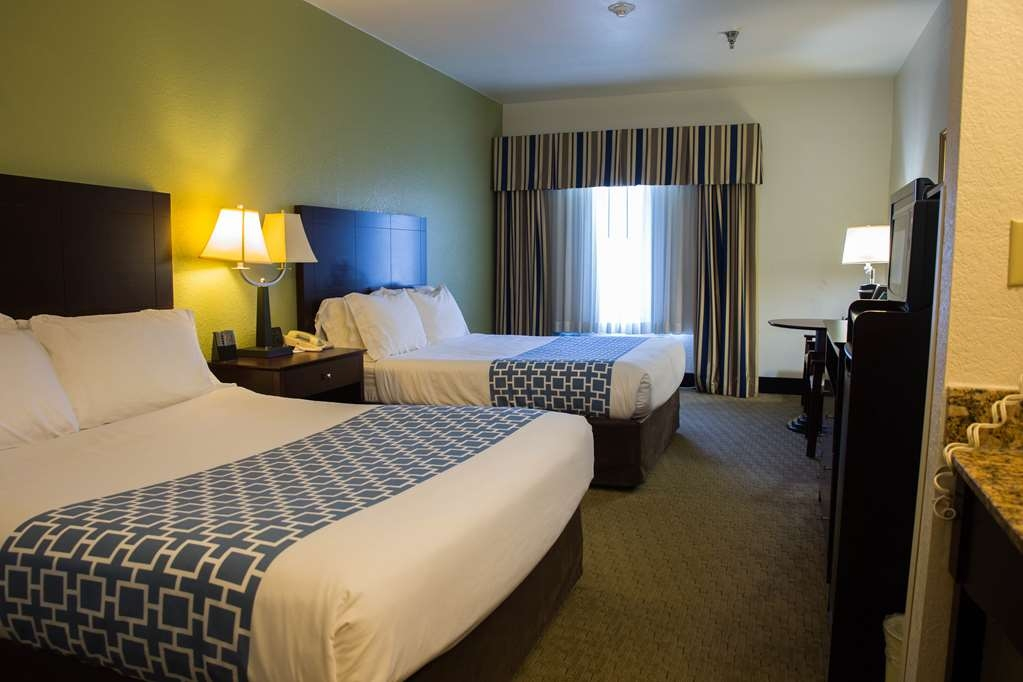 Best Western Celina - The Best Western® Celina guest rooms offer everything needed, from free Wi-Fi to micro-fridge units for an enjoyable stay.