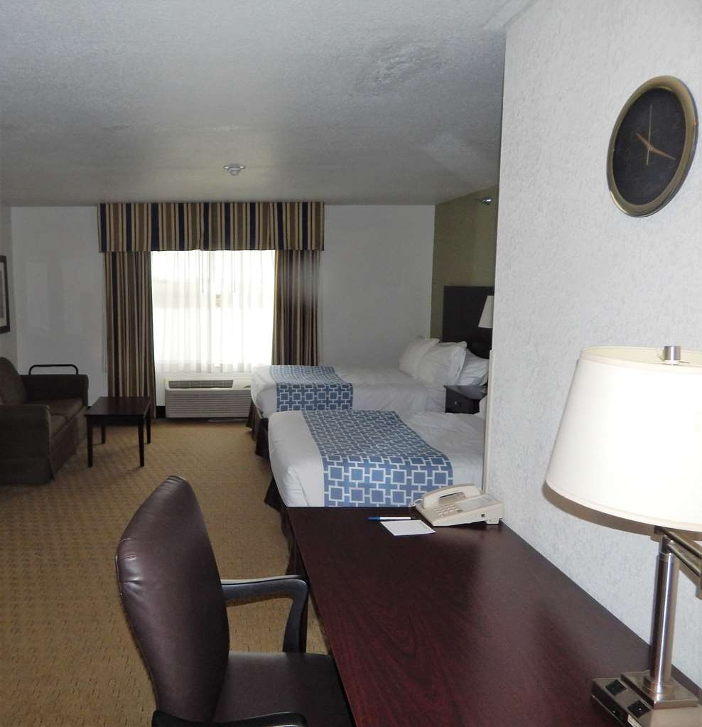 Best Western Celina - 2 double beds, sofa bed along with free high-speed Internet, a large executive desk, HBO® on a 40-inch television and triple-sheeting.