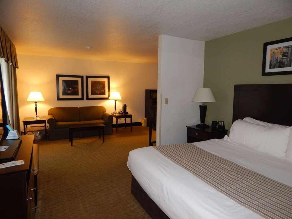 Best Western Celina - King bed, sofa bed, free high-speed Internet, large executive desk, HBO® on a 40-inch television, a triple-sheeting and lots of floor space.