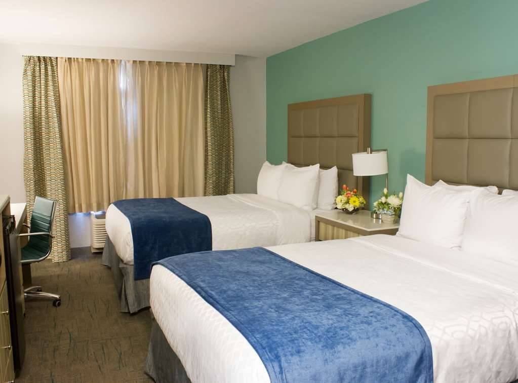 Best Western Toledo South Maumee - Guest rooms with two queen beds feature a refrigerator, microwave, coffee maker, iron/ironing board and hair dryer.