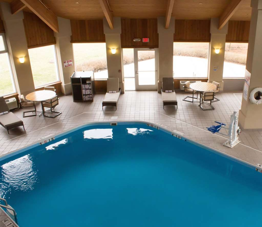 Best Western Toledo South Maumee - Don't let the weather keep you from enjoying the water. Our over-sized indoor pool has you covered in any weather, any time of the year!