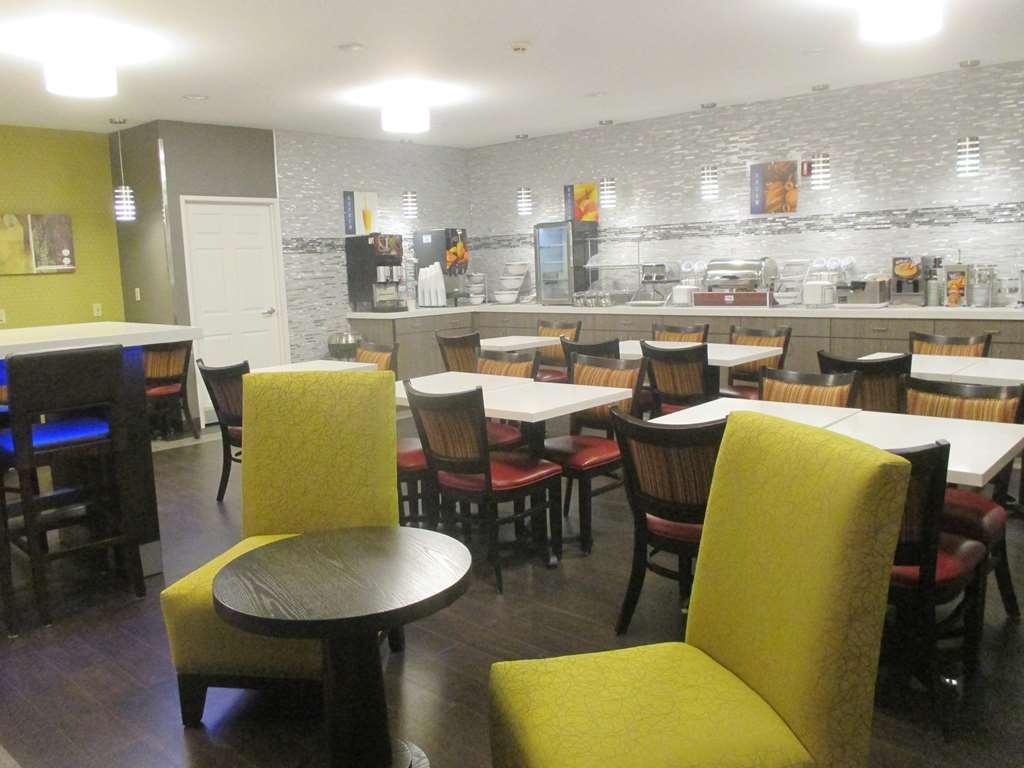 Best Western Hilliard Inn & Suites - Breakfast Bar Seating