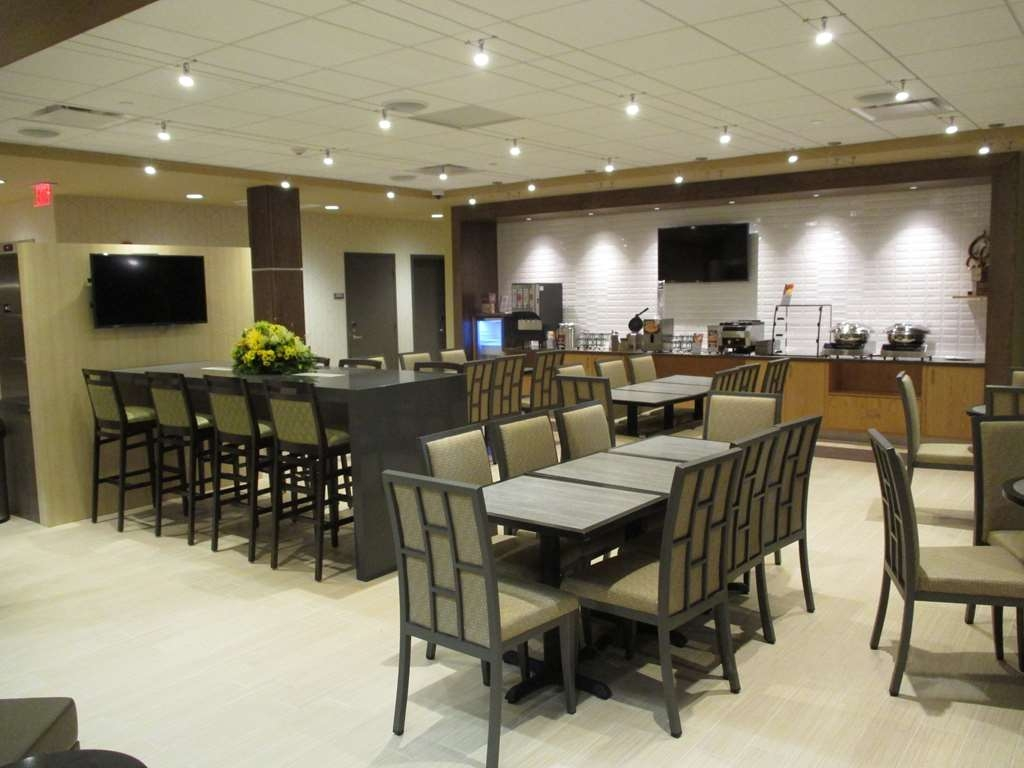 Best Western Plus Franciscan Square Inn and Suites Steubenville - Breakfast Seating
