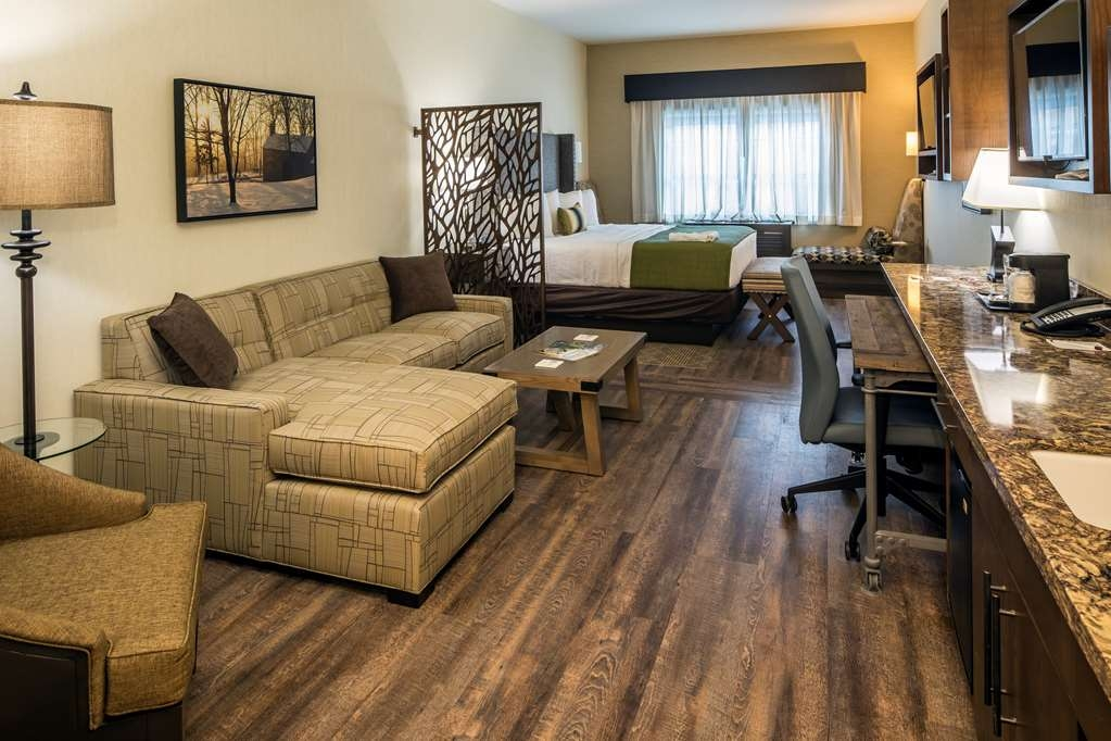 Best Western Plus Franciscan Square Inn and Suites Steubenville - VIP Suite with One King Bed