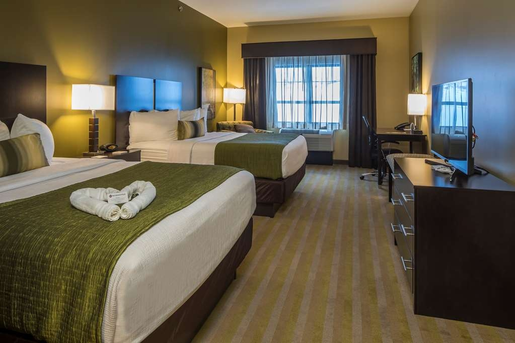 Best Western Plus Franciscan Square Inn and Suites Steubenville - Guestroom with Two Queen Beds
