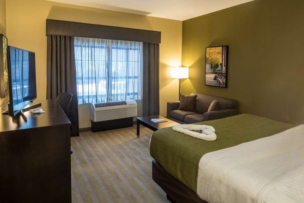 Best Western Plus Franciscan Square Inn and Suites Steubenville - King Room with Sofa Bed