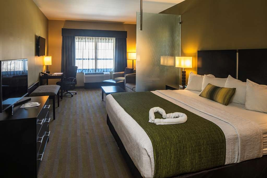 Best Western Plus Franciscan Square Inn and Suites Steubenville - Queen Suite