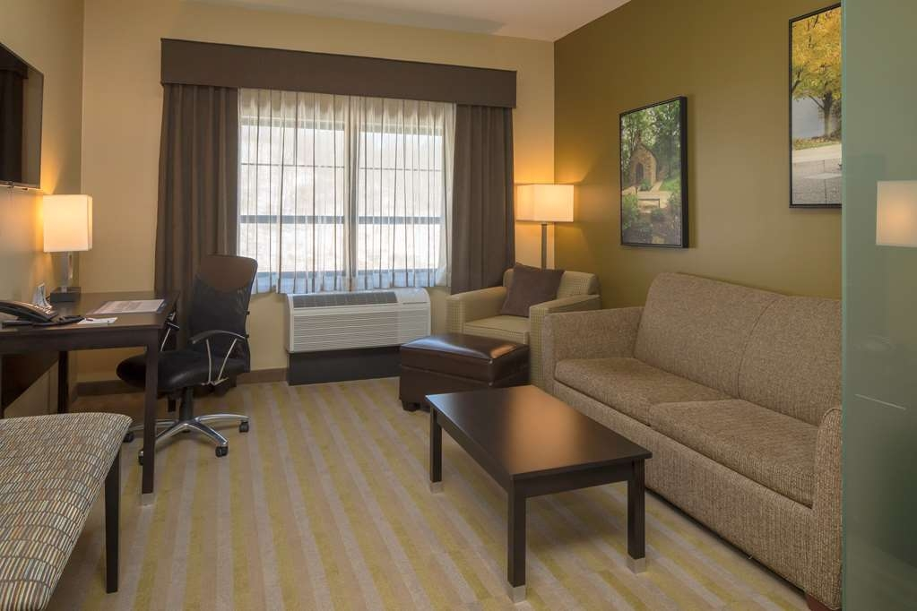 Best Western Plus Franciscan Square Inn and Suites Steubenville - King Suite Living Area