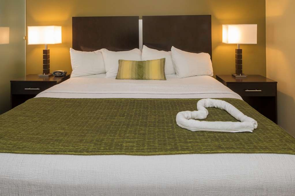 Best Western Plus Franciscan Square Inn and Suites Steubenville - King Bed
