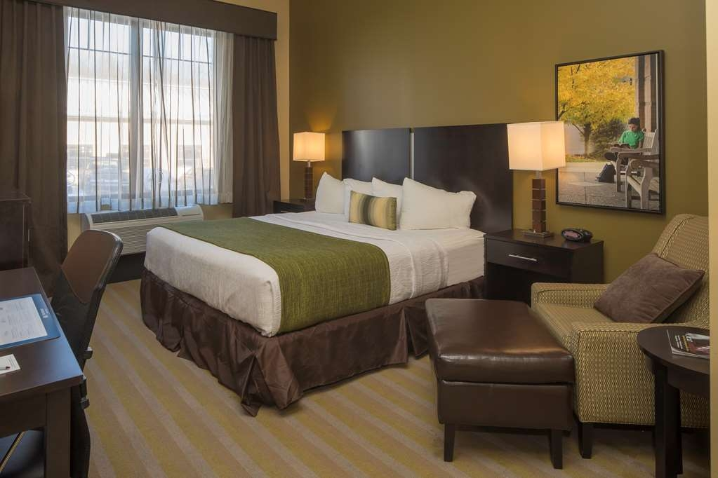 Best Western Plus Franciscan Square Inn and Suites Steubenville - Guest Room with King Bed