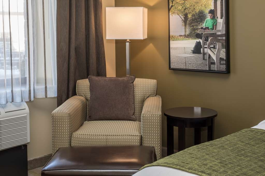 Best Western Plus Franciscan Square Inn and Suites Steubenville - Sitting Area
