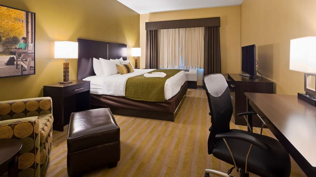 Best Western Plus Franciscan Square Inn and Suites Steubenville - Guestroom