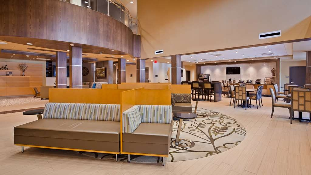 Best Western Plus Franciscan Square Inn and Suites Steubenville - Lobby