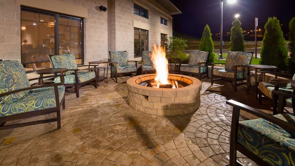 Best Western Plus Franciscan Square Inn and Suites Steubenville - Outdoor Patio