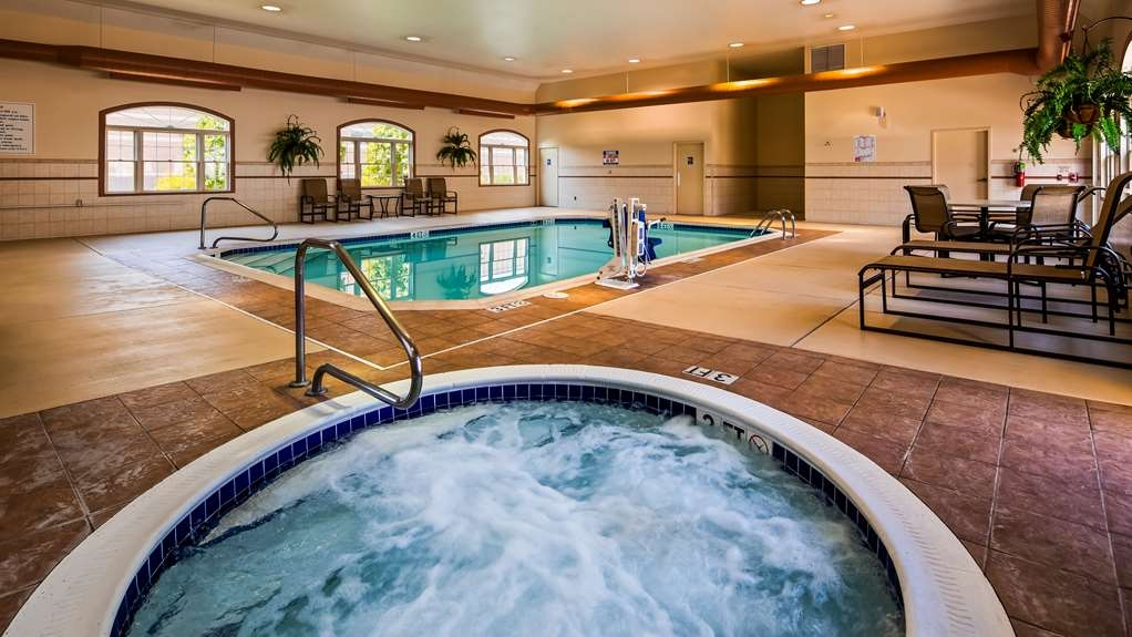 Best Western Plus Dutch Haus Inn and Suites - Piscina