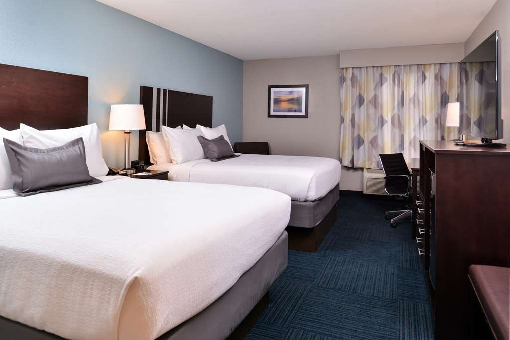 Best Western St. Clairsville Inn & Suites - Guest Room with Two Queen Size Beds