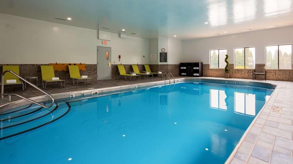 Best Western St. Clairsville Inn & Suites - Poolansicht