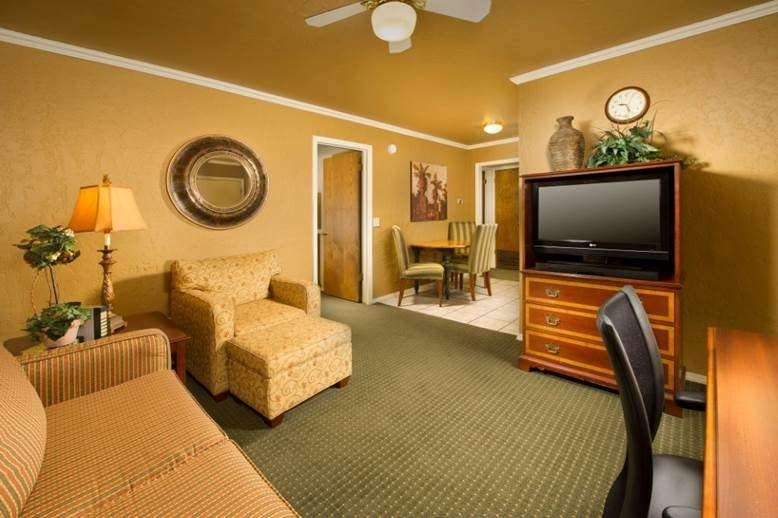 Best Western Plus Weatherford - Suite