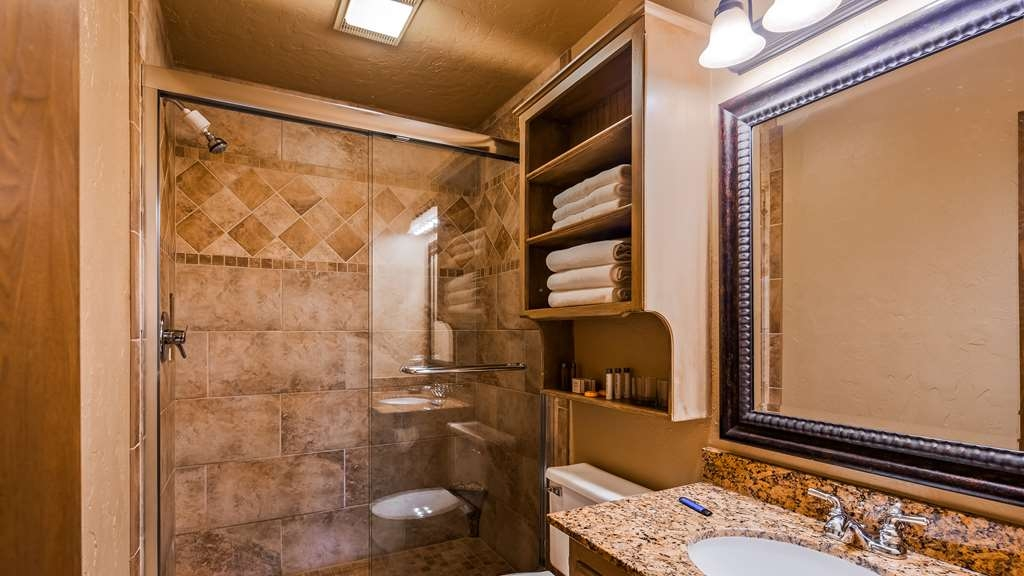 Best Western Plus Weatherford - Guest Bathroom