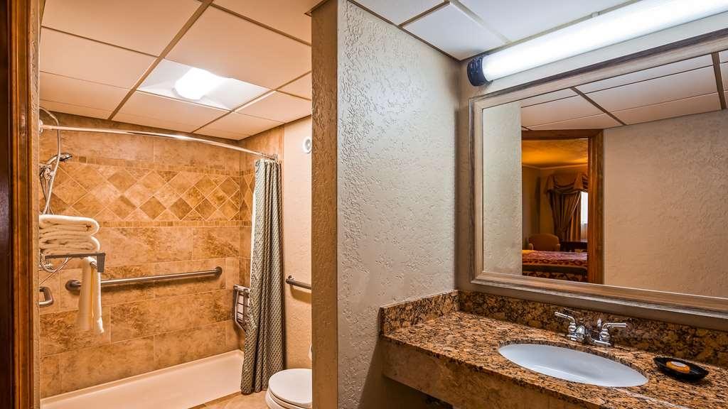 Best Western Plus Weatherford - Accessible Bathroom