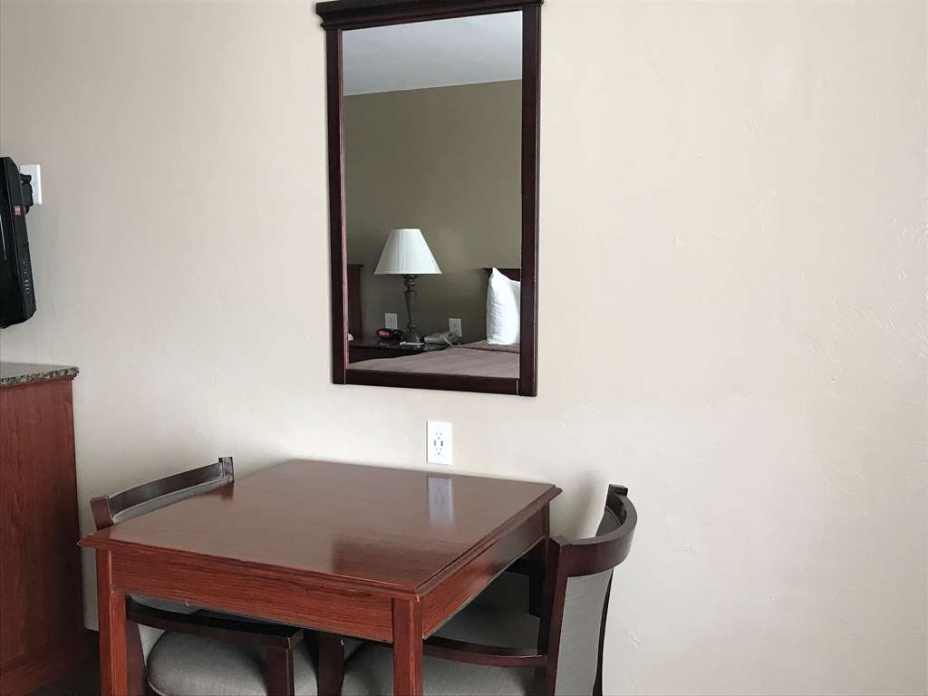 Best Western El Reno - Each Queen/Queen Room has an activity table for work or play.