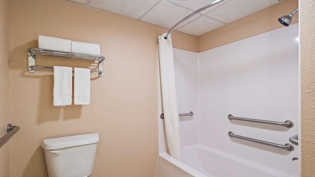 Best Western Markita Inn - Guest Bathroom