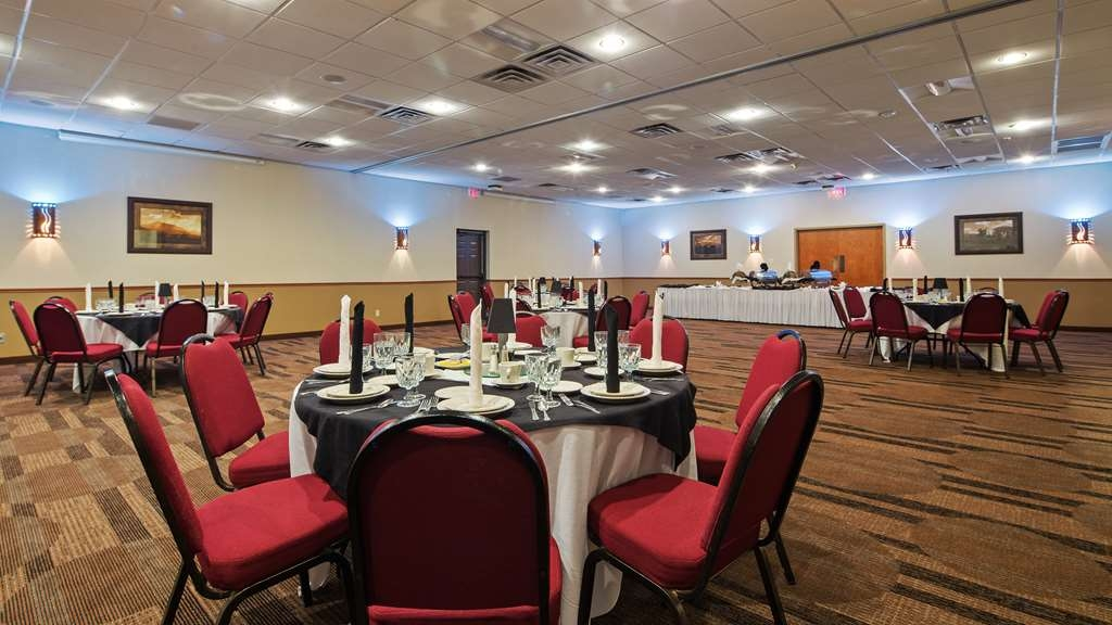 Best Western Plus Saddleback Inn & Conference Center - Meeting Room