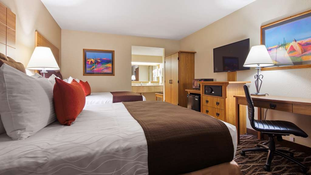 Best Western Plus Saddleback Inn & Conference Center - Two Queen Guest Room