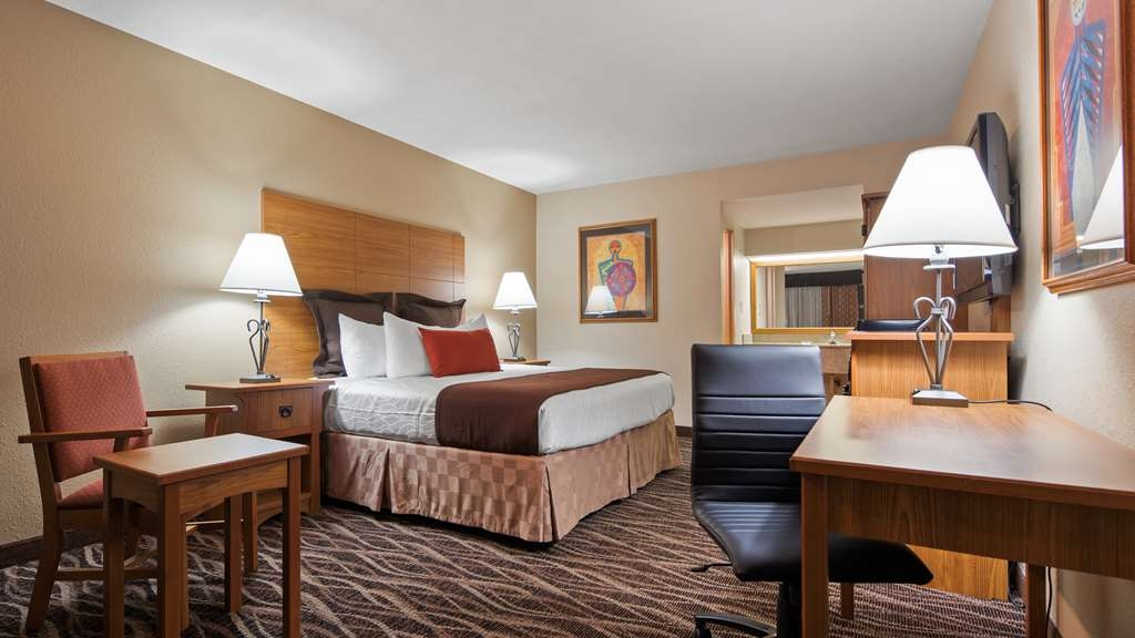 Best Western Plus Saddleback Inn & Conference Center - Queen Guest Room