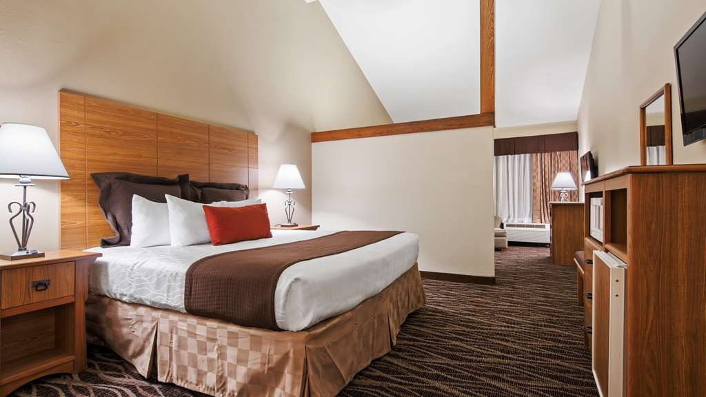 Best Western Plus Saddleback Inn & Conference Center - King Suite