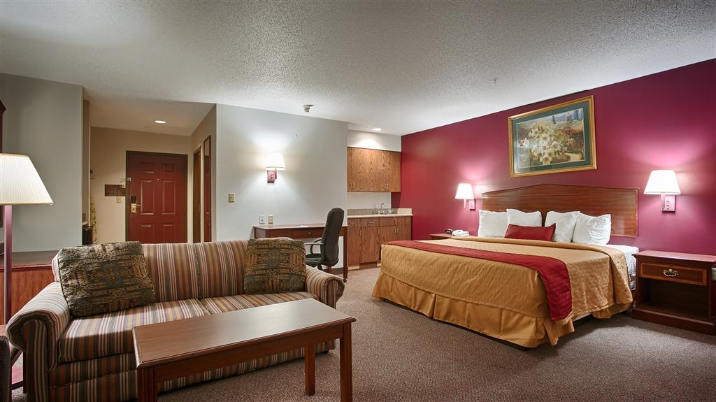 Best Western Okmulgee - The king suite features a microwave, refrigerator, and sofa bed for your convenience.
