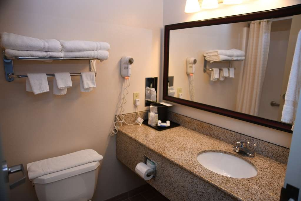 Best Western Okmulgee - Guest Bathroom