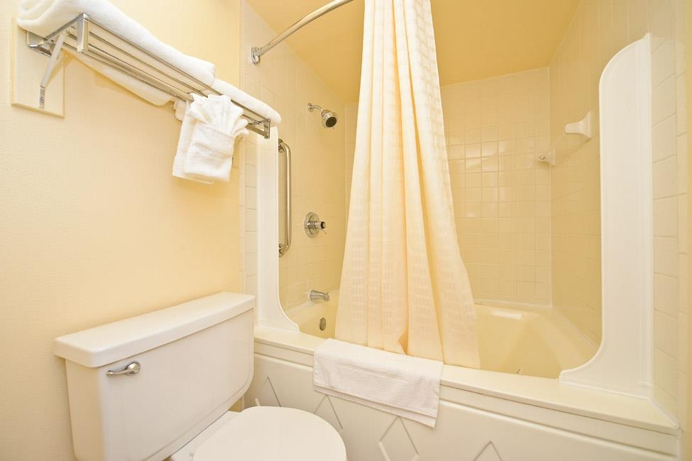 Best Western Airport - If you need relaxation make a reservation in our suite king bathroom featuring a whirlpool.