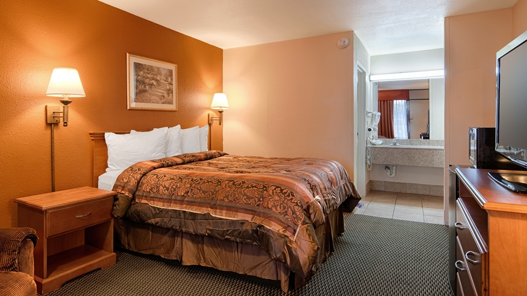Best Western Airport - We offer a variety of queen rooms from standard to mobility accessible.