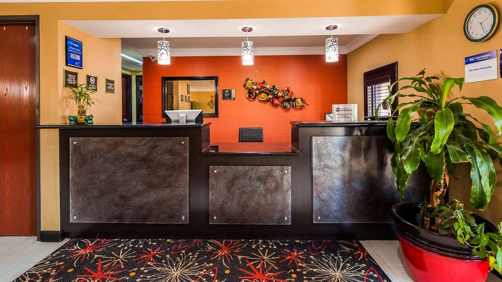 Best Western Kenosha Inn - Front Desk