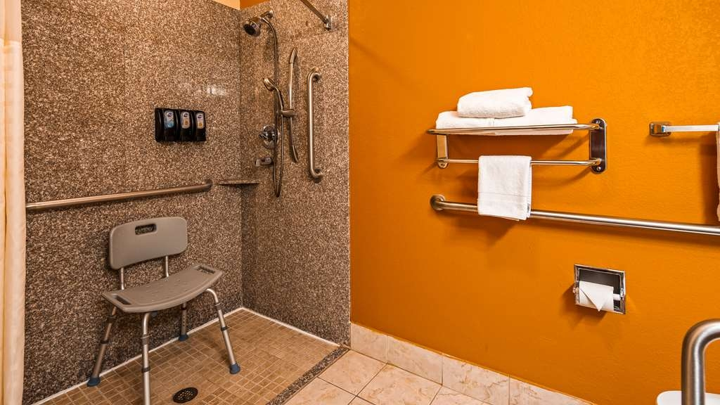 Best Western Kenosha Inn - Accessible Bathroom