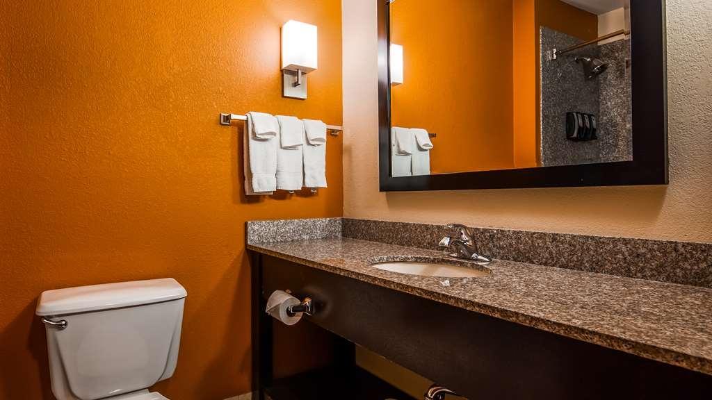 Best Western Kenosha Inn - Guest Bathroom