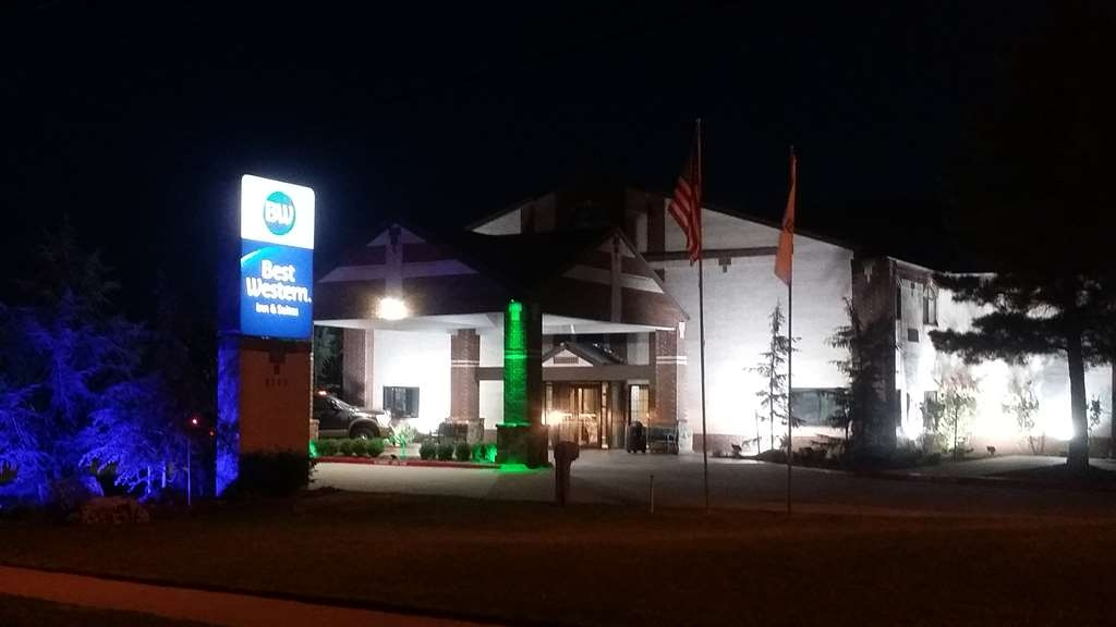 Best Western Edmond Inn & Suites - Our friendly staff is waiting for you day or night.
