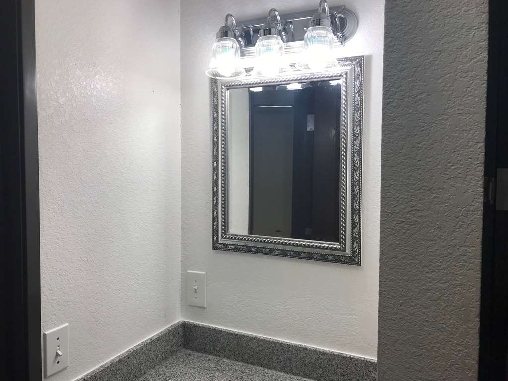 Best Western Plus Yukon - Enjoy getting ready for a day of adventure with this additional vanity.