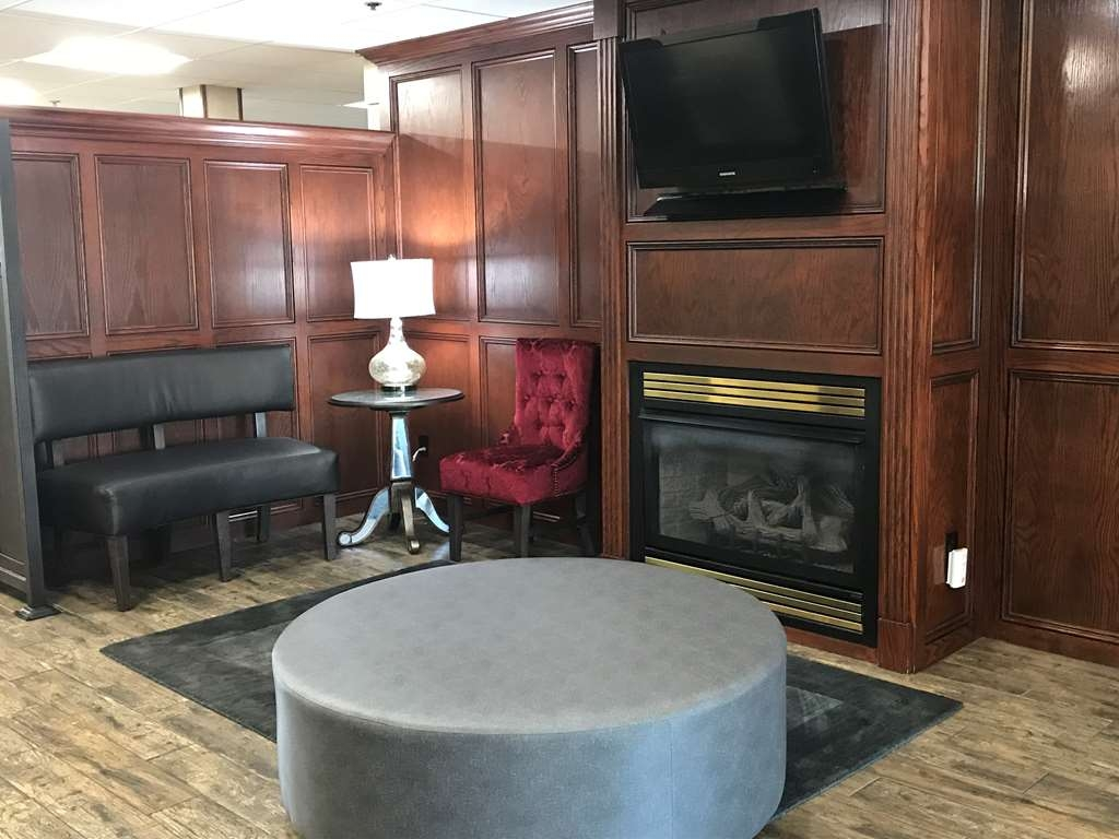 Best Western Plus Yukon - Relax by the fireplace and enjoy an afternoon tea.