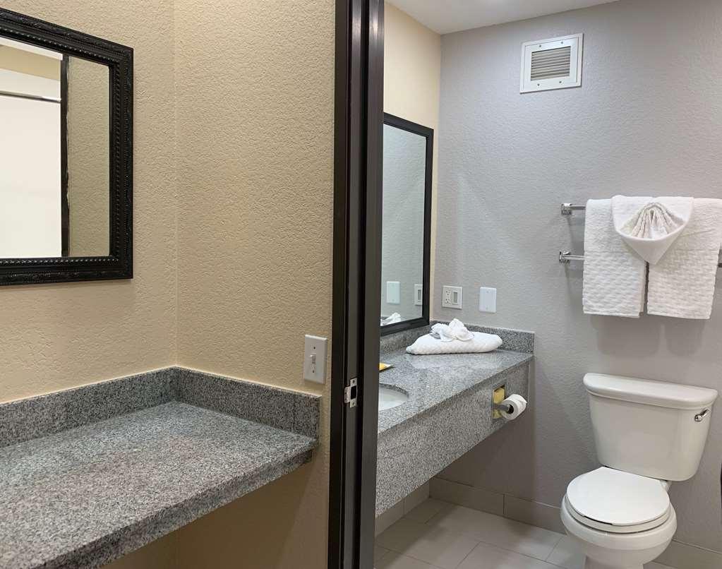 Best Western Plus Yukon - Preparati a una giornata ricca di avventure approfittando del bagno in camera, perfettamente attrezzato.