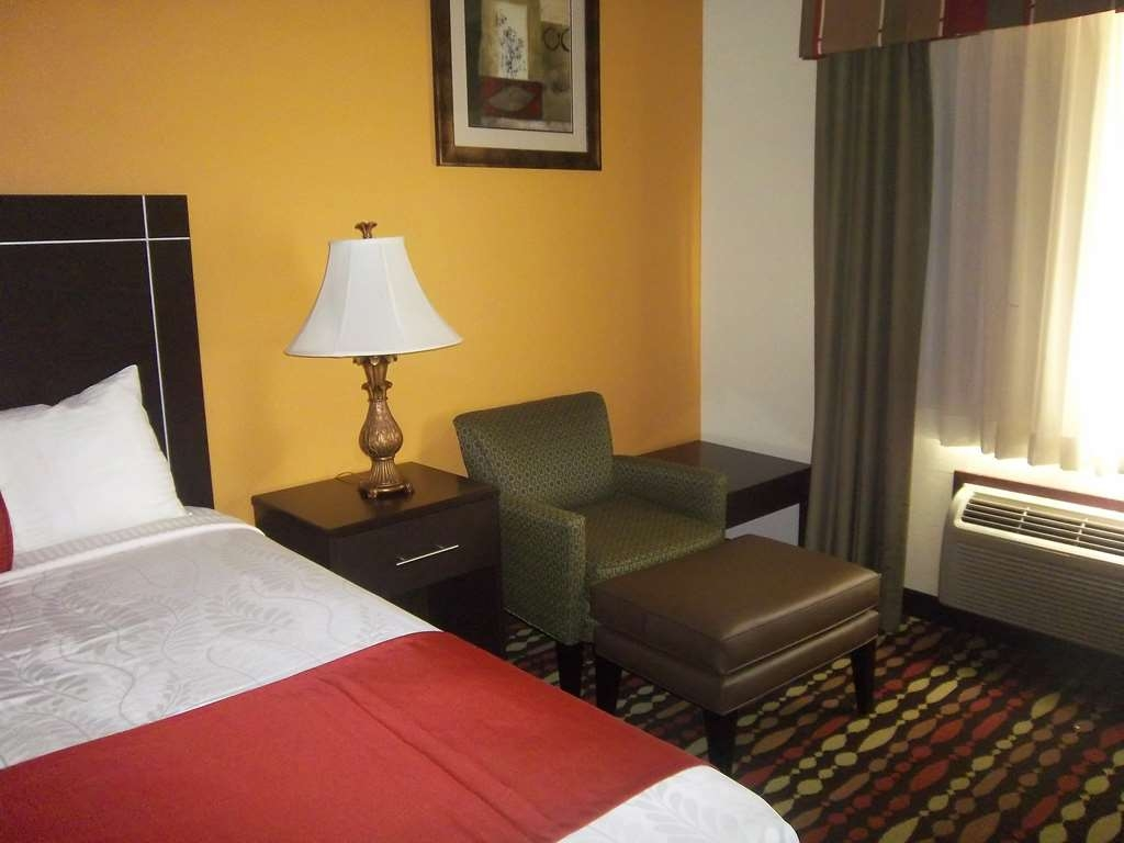 Best Western Greentree Inn & Suites - Make yourself comfortable in our king guest room with an easy chair.