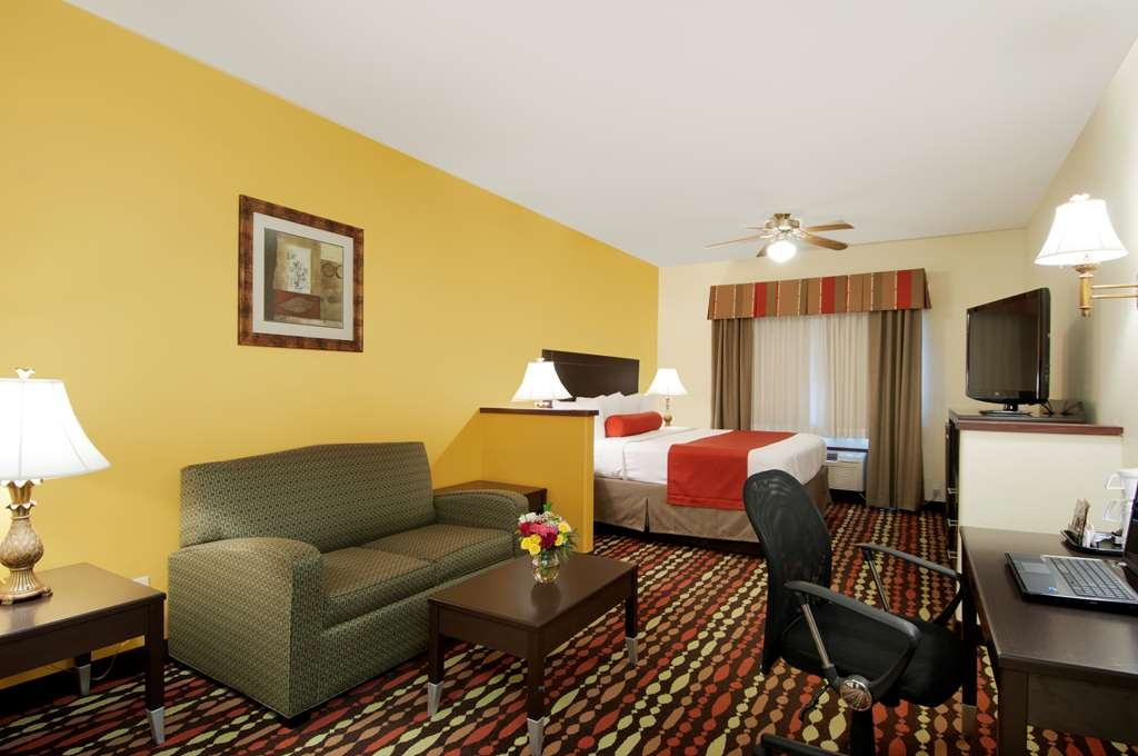 Best Western Greentree Inn & Suites - Our spacious king guest suite comes complete with a sleeper sofa and a flat screen television.