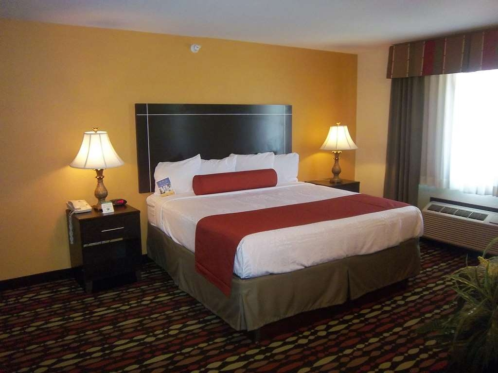 Best Western Greentree Inn & Suites - Our spacious king guest suite is equipped with everything you need to make you feel right at home.
