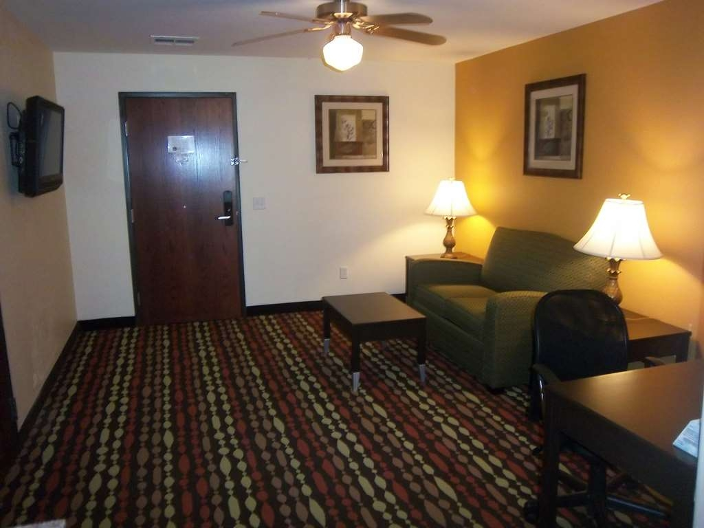 Best Western Greentree Inn & Suites - Enjoy the spacious living space available in all of our guest suites.