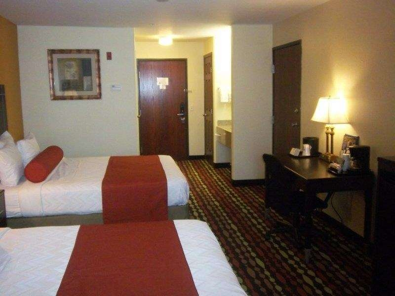 Best Western Greentree Inn & Suites - Experience the elegant decor of each of our guest rooms.