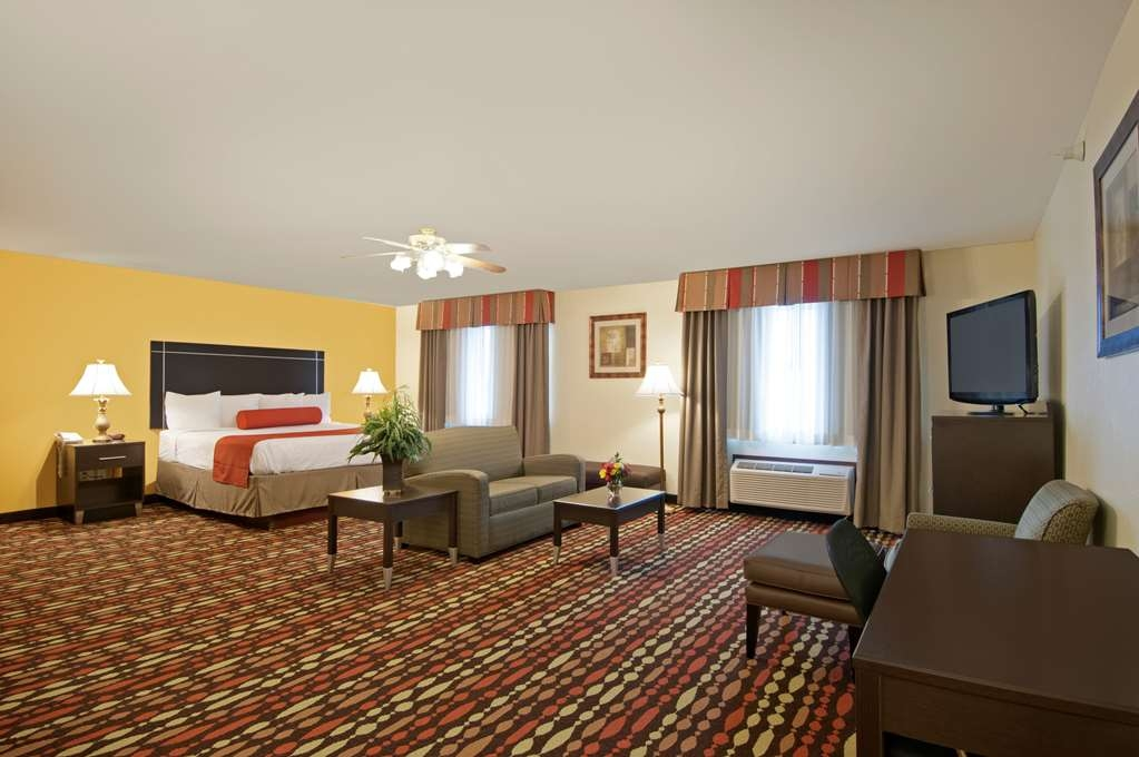 Best Western Greentree Inn & Suites - Our king guest suite is the perfect place for you to enjoy your vacation!