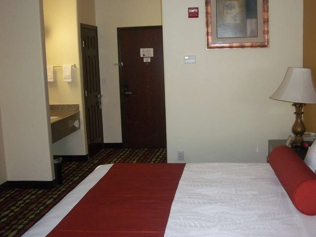 Best Western Greentree Inn & Suites - Sink into the comfort of the mattress in our king guest room.
